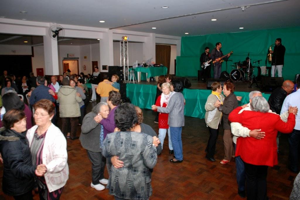 Aloísio Bruno e Banda animam os participantes da festa