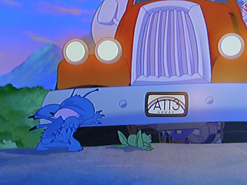 Stich hit by a truck Lilo & Stich 2002 animatedfilmreviews.filminspector.com