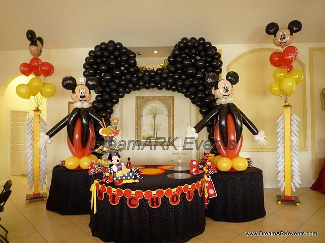 Nota: Decora tus centros de mesa con las figuras de Mickey, Minnie, el