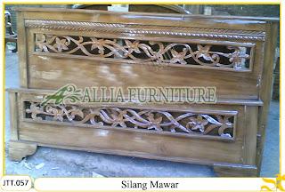Tempat tidur ukiran kayu jati Silang Mawar