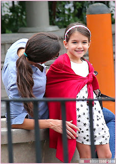 Suri Cruise with her mother