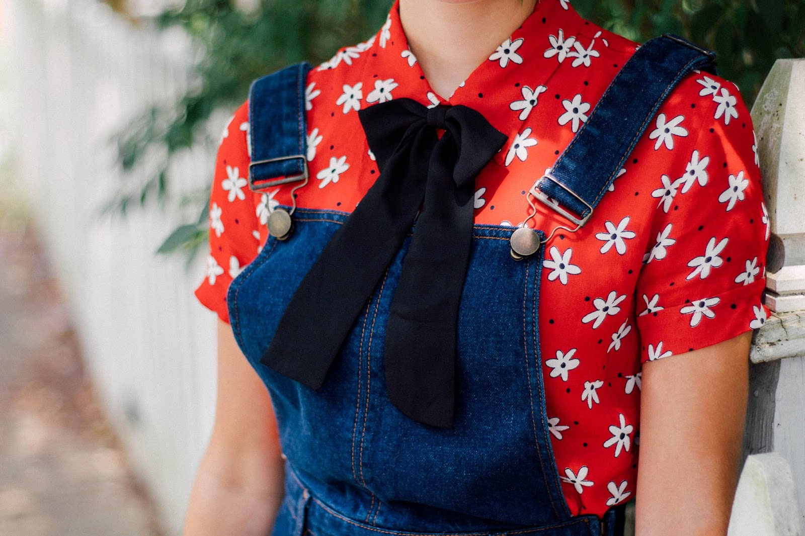 vintage, retro, style, vintage style, retro style, asos, denim overalls, high waisted, cute, girly, feminine, summer outfit, bow tie, floral button up, taylor swift style, personal style, blogger, movie blogger, mad men style,