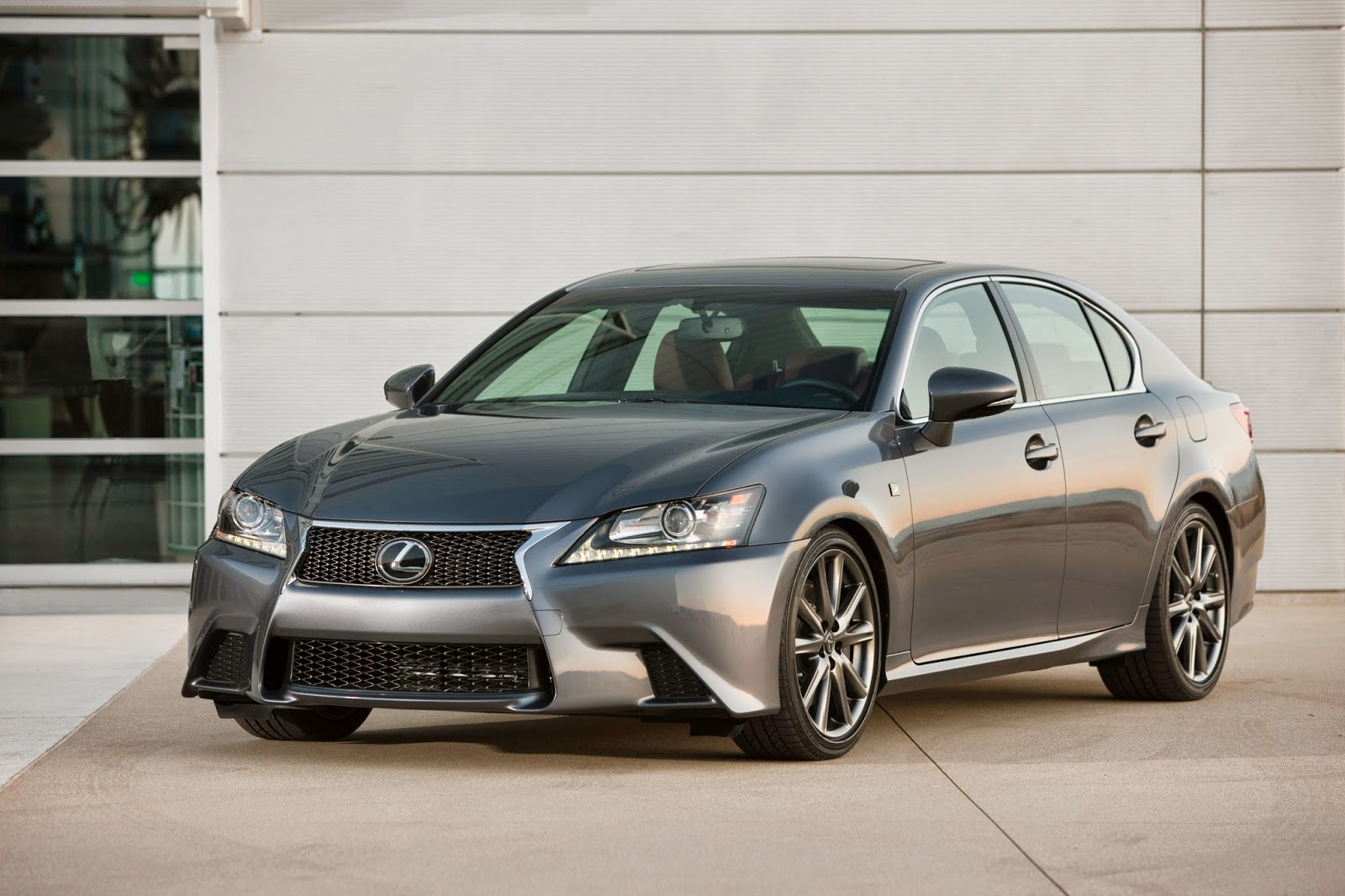 Front 3/4 view of 2014 Lexus GS350 with F-Sport Package