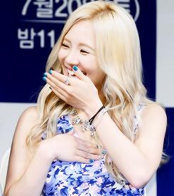 Hyoyeon SNSD Girls' Generation Giggling Beauty