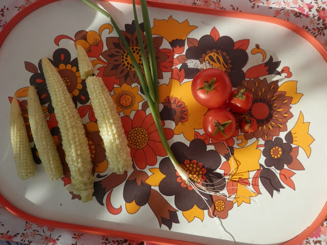 Mini-pop sweetcorn, spring onion, tomatoes.  My Garden Harvest, October 2015. secondhandsusie.blogspot.co.uk #ukgarden #uklogger #growyourown