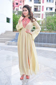 Rashi Khanna new glamorous photos-thumbnail-9