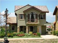 Foto de modelo de casa verde con pequeño jardín