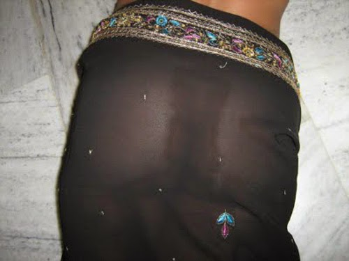 Desi Aunty Hot Photo Album indianudesi.com