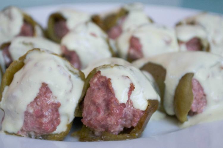 pimientos+verdes+rellenos+detalle Pimientos del piquillo verdes rellenos en tartar de carne y cabrales
