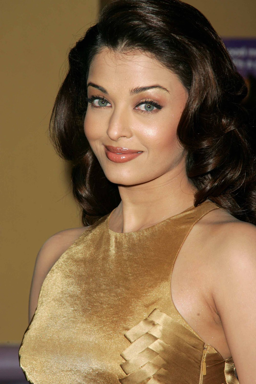 http://3.bp.blogspot.com/-piTIcvlyZcY/Txv2EwxRqjI/AAAAAAAAAPw/unKlxyR7Dr4/s1600/Aishwarya+Rai+Hot+Pics+HQ+6.jpg