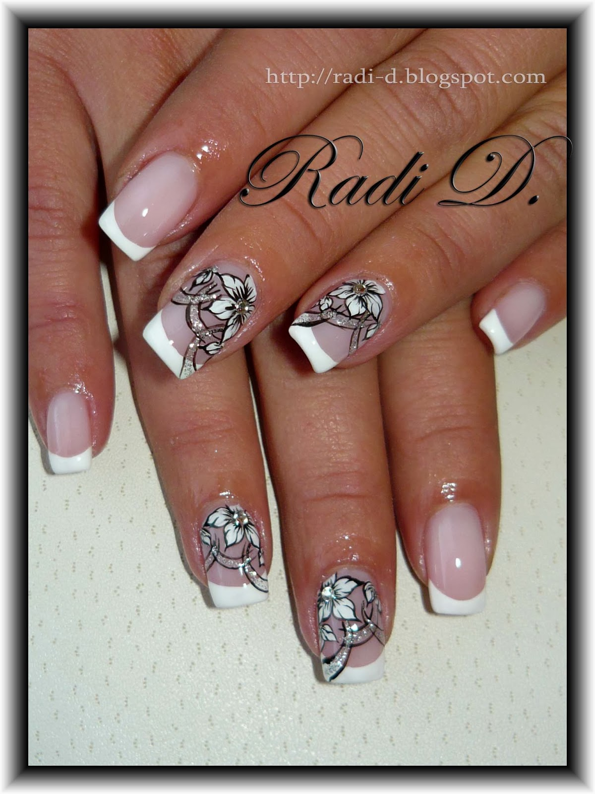 It`s all about nails: French & white flowers