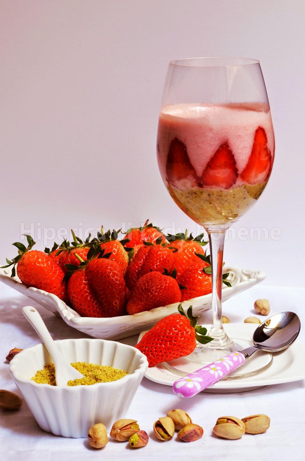 hiperica_lady_boheme_blog_cucina_ricette_gustose_facili_veloci_mousse_alla_fragola_e_pistacchio_2