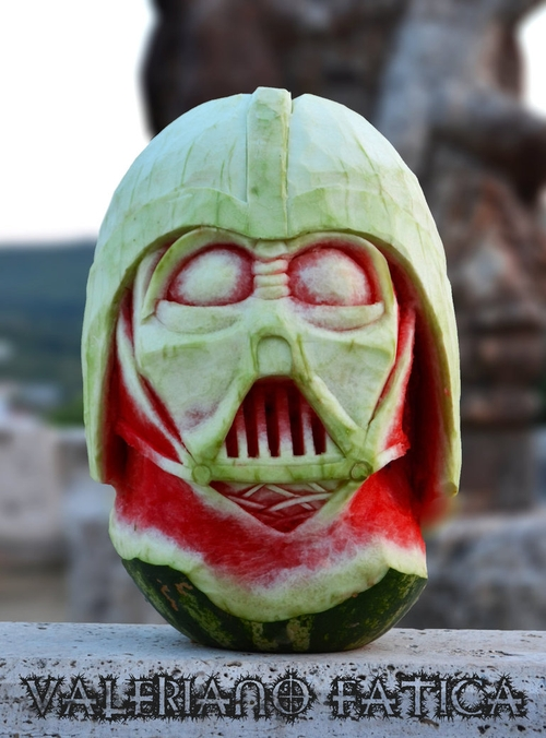 16-Darth-Vader-Watermelon-Valeriano-Fatica-Ortolano-Production-Food-Art-Sculptures-Carved-Fruit-Vegetables-www-designstack-co