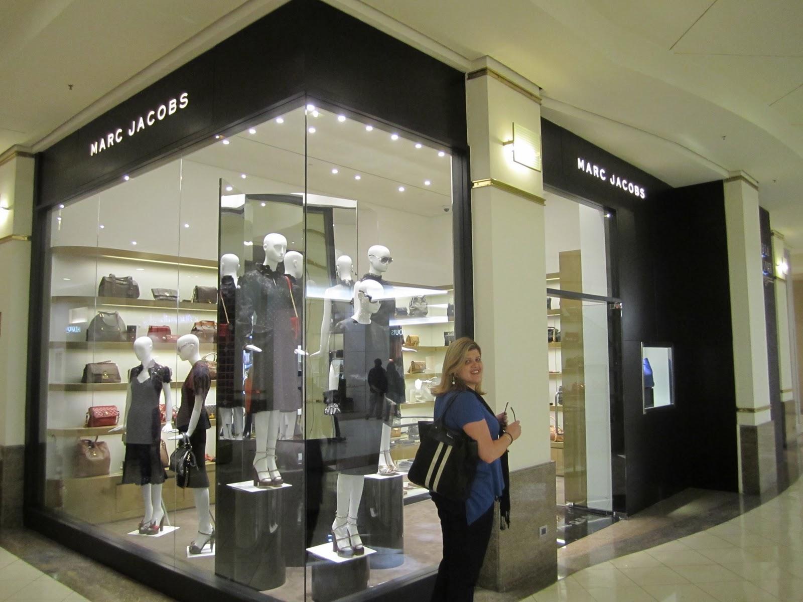 Em tempo  Marc Jacobs, o estilista, não veio para a inauguração, como fez  em 2009. Mas uma visita sua é esperada para o primeiro semestre de 2012. 760865d22d