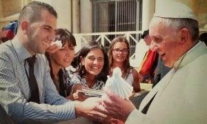 Le Pape reçoit une statue de Medjugorje en cadeau avec joie