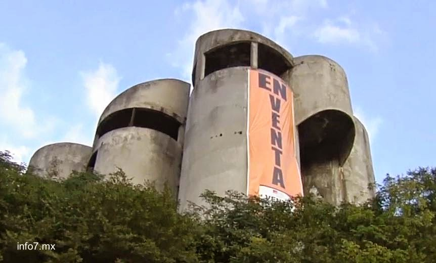 Casa de cilindros sin terminar en México