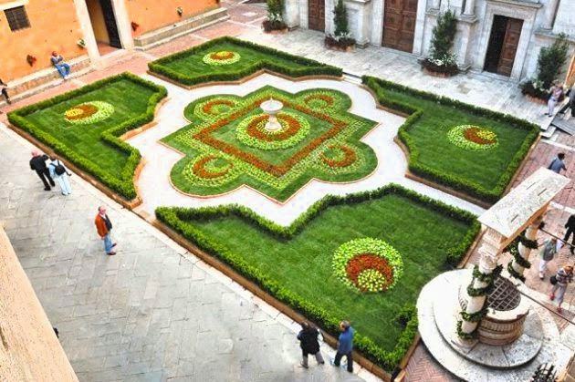 """Pienza e i fiori"", the flower and plant festival in Pienza"