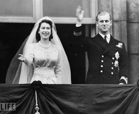 Сватбената рокля на Кралица Елизабет II