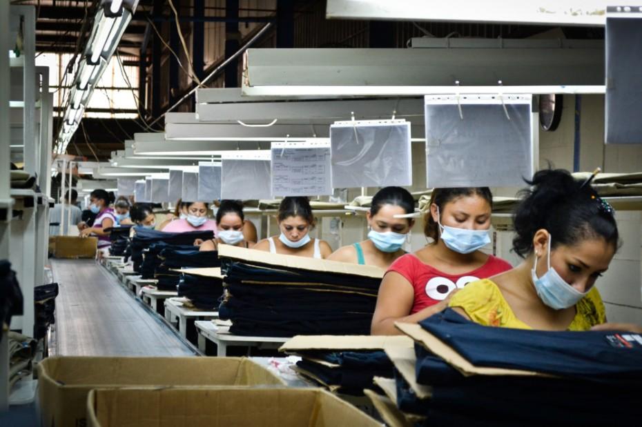 Fábrica textil en Nicaragua. Mujeres trabajando en semi-esclavitud. Foto: Intermon Oxfam.