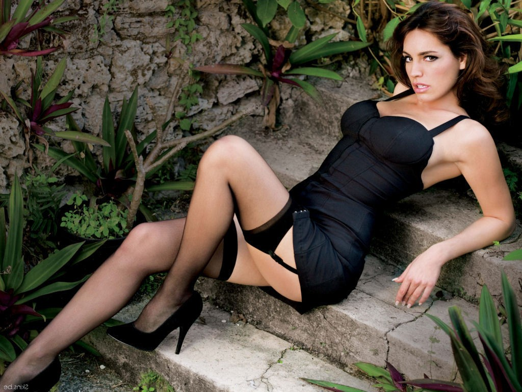 download latest free wallpapers kelly brook hot wallpapers 2013