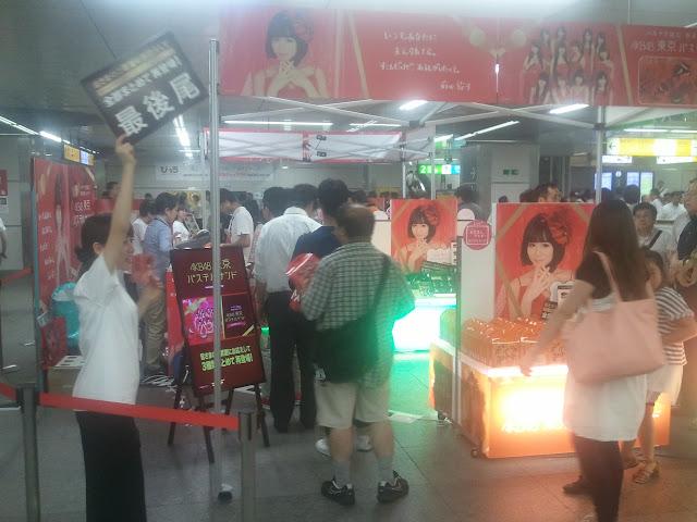 8月24日JR秋葉原駅構内で販売されていたAKB48関連の商品ブース