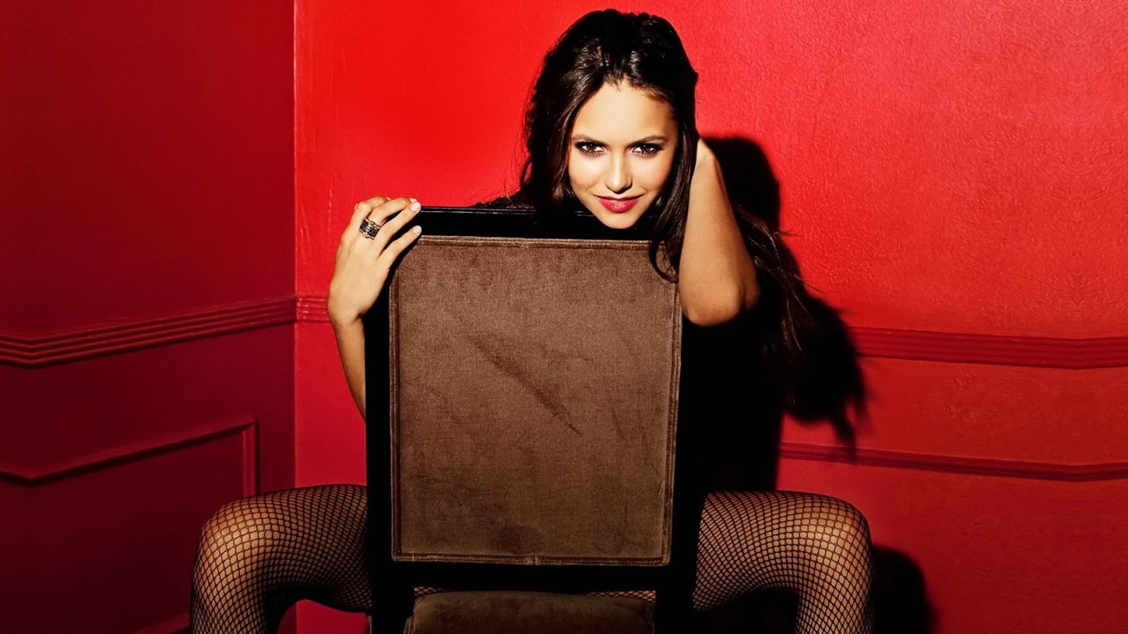 actress nina dobrev wallpapers - Nina Dobrev Hollywood Actress HD Wallpapers