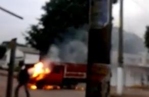 Incendio en Tezonapa por incendio de una camioneta