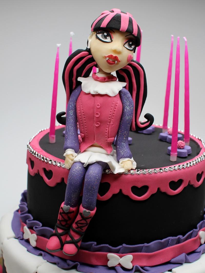 London Patisserie Draculaura Monster High Birthday Cake