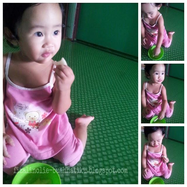 Seksi girl makan buah Lai