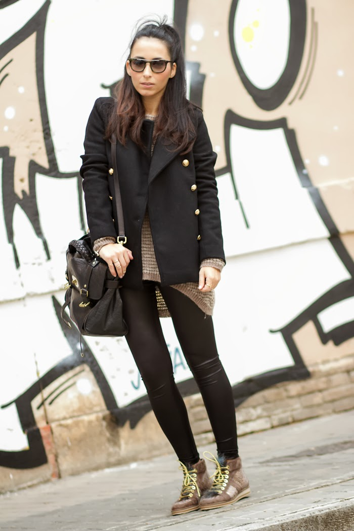 Sporty outfit with leather embossed sneakers and double breasted coat