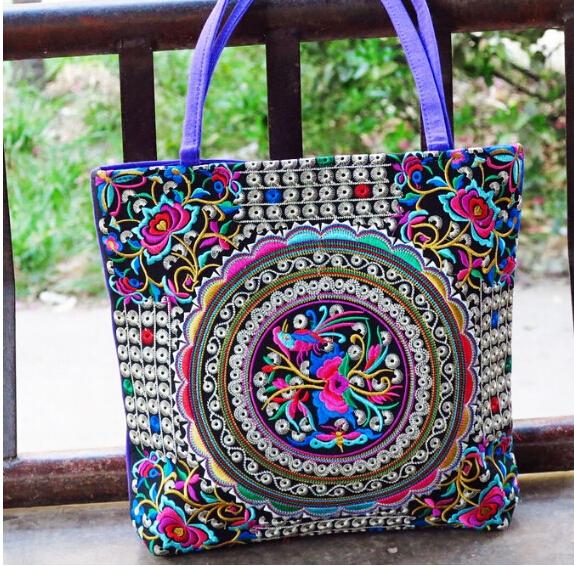 Bolso luky, luce radiante! con este exclusivo bolso bordado a mano por nuestros artesanos