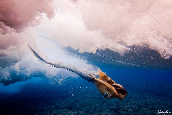sarah lee fotografia mulheres subaquáticas mar água