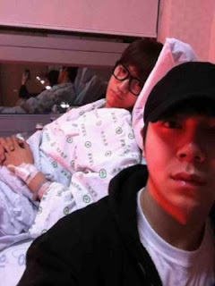 junsu 2pm knee injury at hospital
