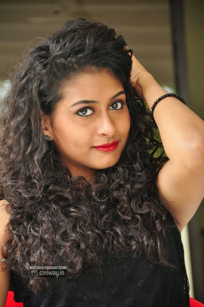 Actress-Nithya-Stills-at-Chusinodiki-Chusinantha-Movie-Press-Meet