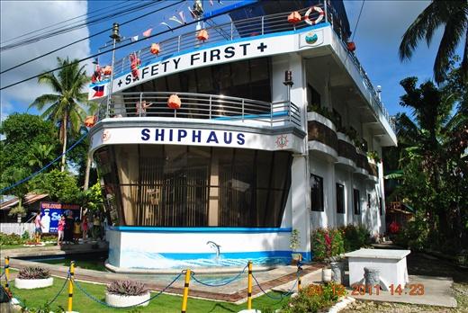 House That Looks Like a Ship