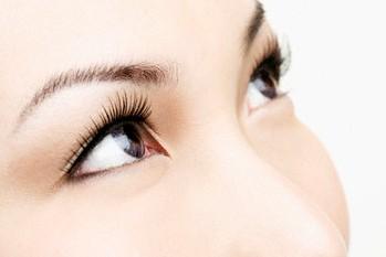 Mata kita bisa menjadi berwarna kemerahan mengeluarkan air mata dan