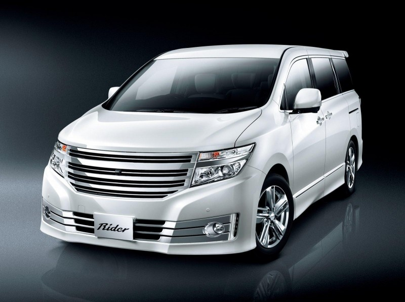 New Nissan Elegrand merupakan MPV Premium yang unggul karna menawarkan penampilan mewah,
