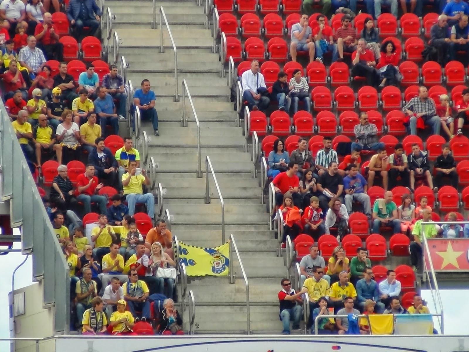 Aficionados amarillos en Son Moix