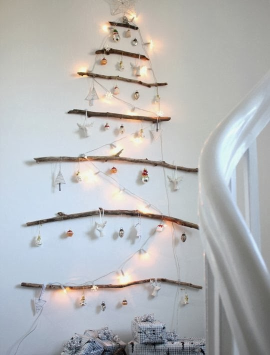 елка на стене