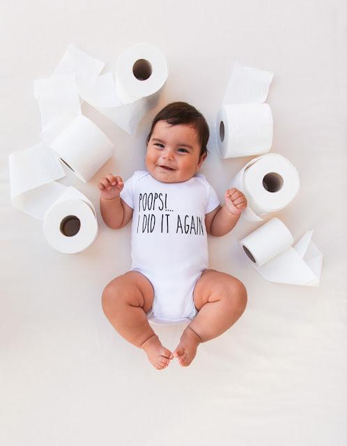 Mamãe tira criativas e divertidas fotos semanais de seu bebê nos mais diferentes cenários