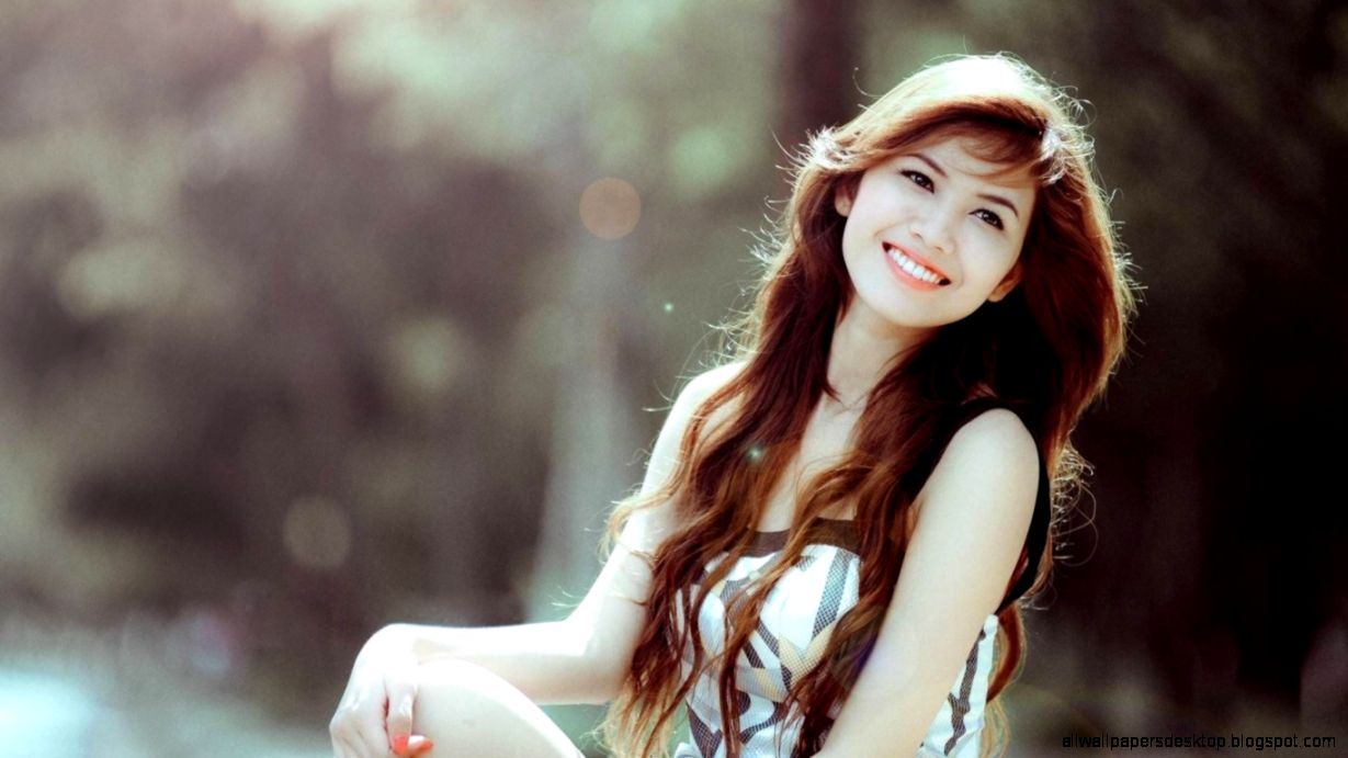 Wallpapers Smile Brunette Girl Dress Manicure Hd 1366x768