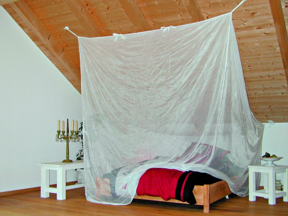 Ein Freistehendes Moskitonetz Furs Bett Das Richtige Moskitonetz