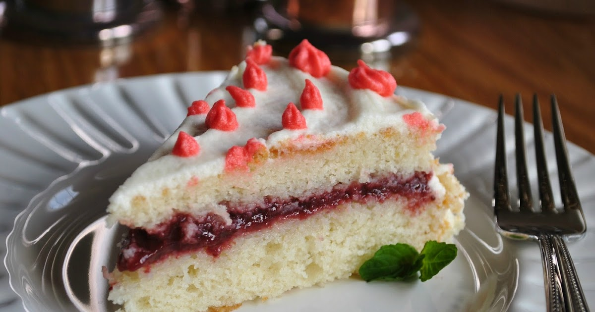 Beti Vanilla: White Cake with Strawberry Jam