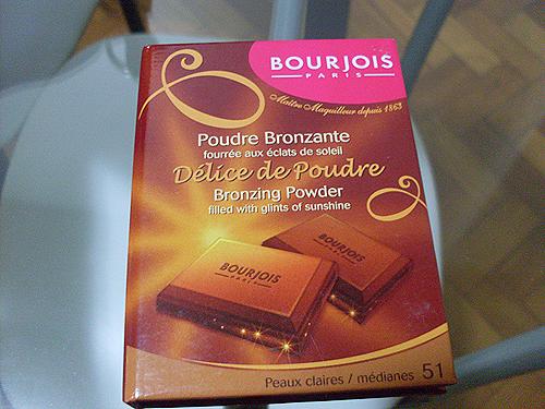 da paleta Chocolate Bar da Too Faced, o aroma simula o chocolate: apkmodgame.net/tag/bronzer-e-iluminador-de-chocolate-bourjois