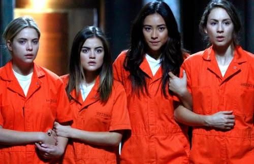 Hanna, Aria, Emily y Spencer en la cárcel. Imagen de la season finale.