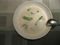 Potage thaï aux pois gourmands, champignons de Paris, gingembre frais, lait de coco, coriandre et piment