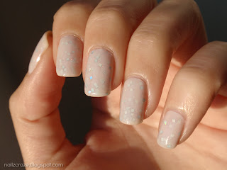 Milky Jelly Sandwich: Essence Julia glitter with GADE Nude Luxe 7 layers of polish! ;)