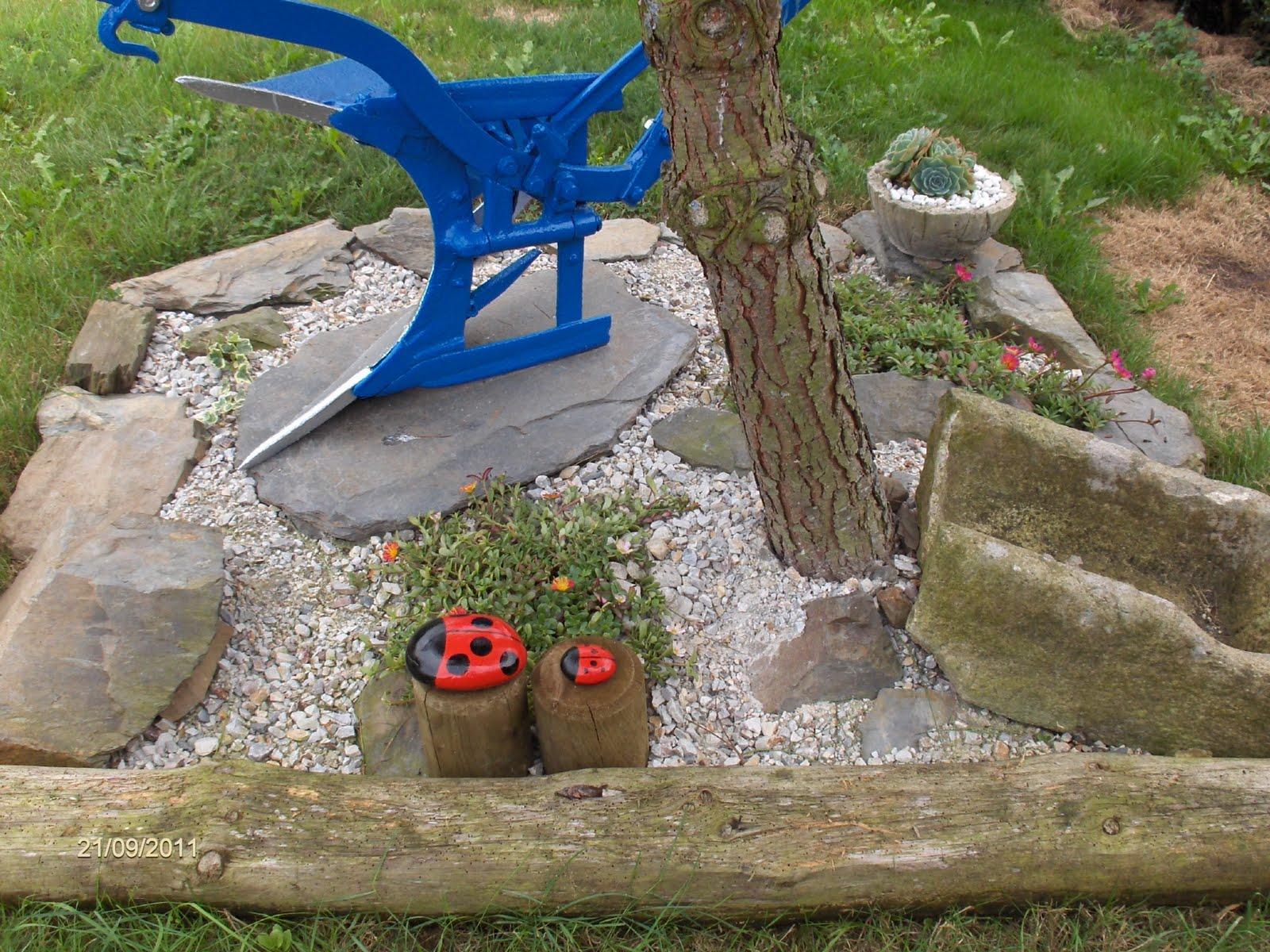 Aprendiz pintar piedras para decorar jard n unas mariquitas for Piedras para decorar jardines