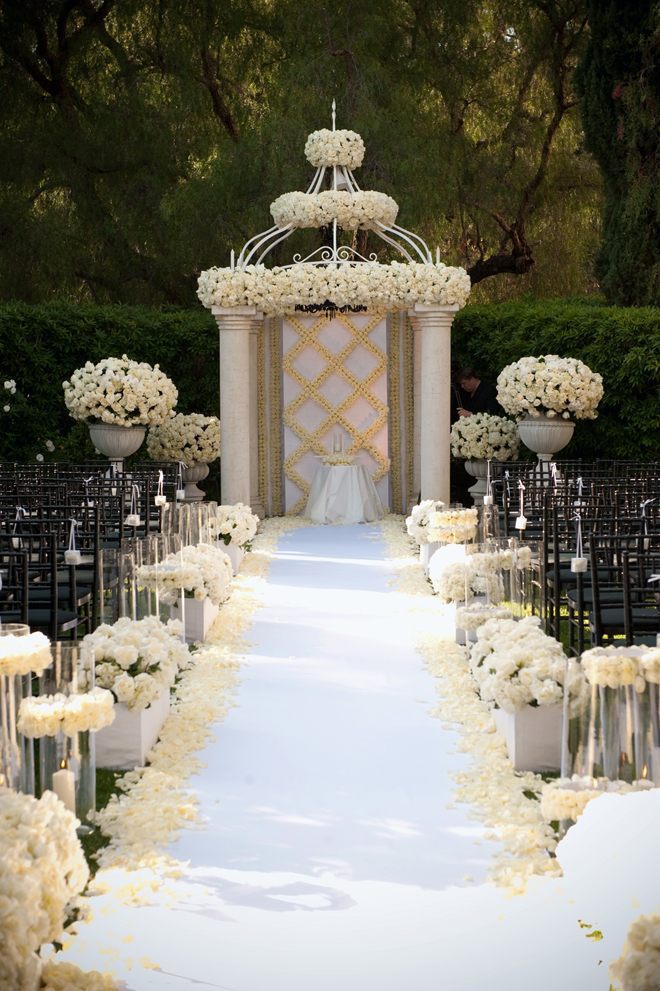 Gorgeous wedding ceremony ideas belle the magazine for Floral wedding decorations ideas