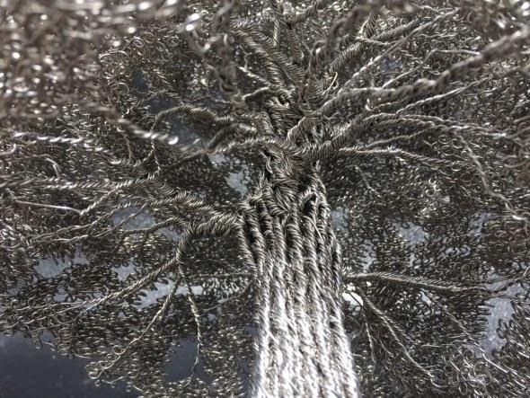 Clive Maddison esculturas de árvores pequenas com arame retorcido metal